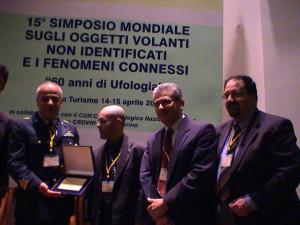 Alfredo Benni con Roberto Pinotti, Alessandro Sacripanti e il colonnello Spina dell' AMI al 15° simposio sugli OVNI di San Marino